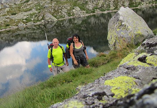 Wyżni Harnaski Staw (słow. Starolesnianske pleso, niem. Fuchssee, węg. Fuchs-tó; 1988 m n.p.m.).