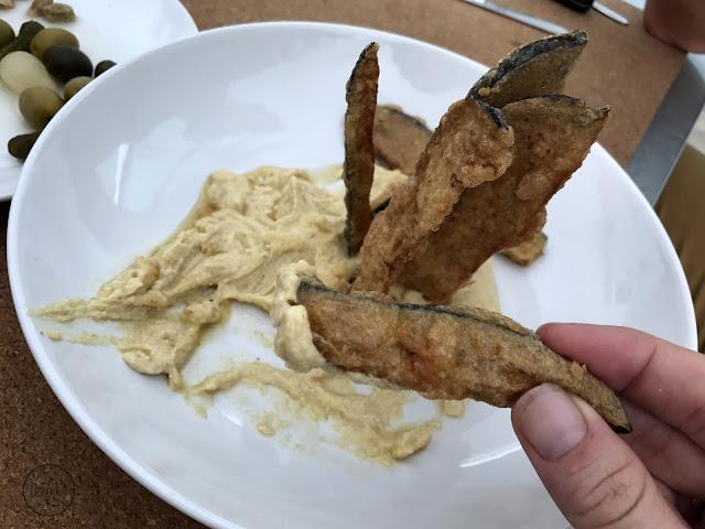 Berenjenas, miel de caña & hummus