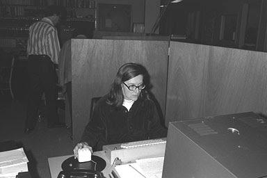 Un informático en el lado del mal: Cinco mujeres hacker que posiblemente no conoces y su gran aportación al mundo de la Ciencia y la Tecnología (Parte 5 de 5): Elizabeth J. Feinler