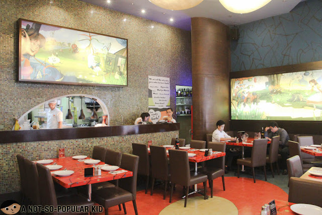 Krazy Garlik Interior in Resorts World Manila
