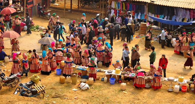 What is so special about the highland markets in Sapa? 1