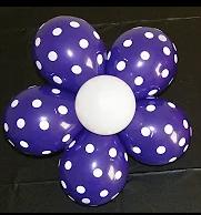 Einfache Ballonmodellage einer Blumenblüte.