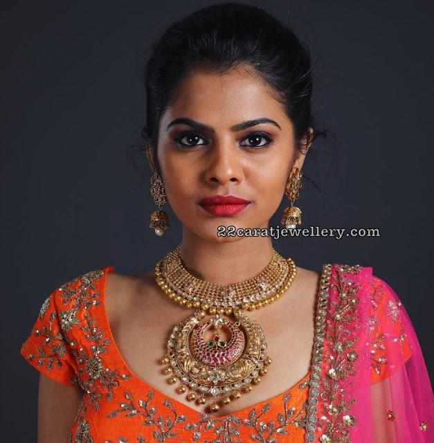 Model in Heritage Nakshi Necklace