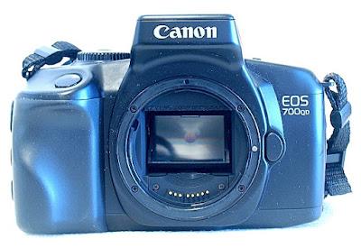Canon EOS 700QD, Front