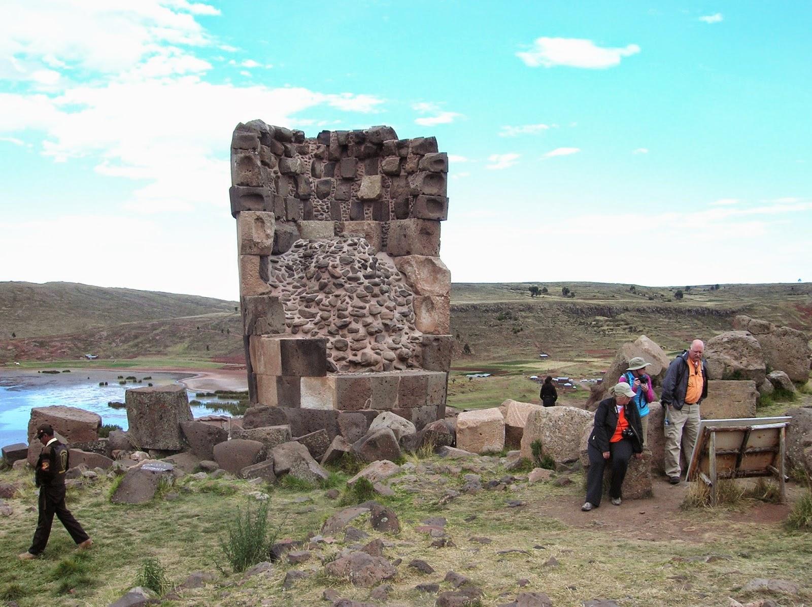 Chullpa del Lagarto, Sillustani, Perú, La vuelta al mundo de Asun y Ricardo, round the world, mundoporlibre.com