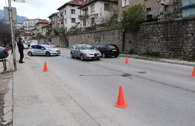 Блъснаха две деца докато пресичат във Варна