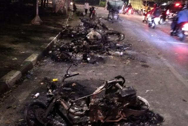 Tersisa Dari Aksi Demo, Kerangka Kendaraan Teronggok di Sekitar Senayan