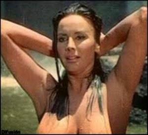 Mujeres con el torso alto y plano desnudas