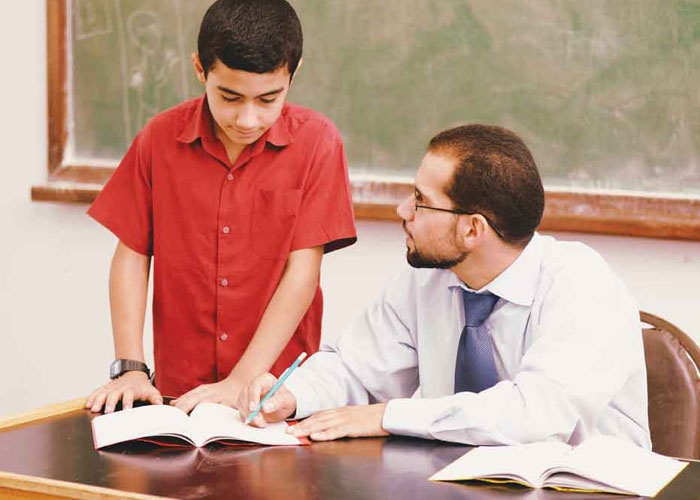 قصة وعبرة بعنوان الأستاذ والتلميذ