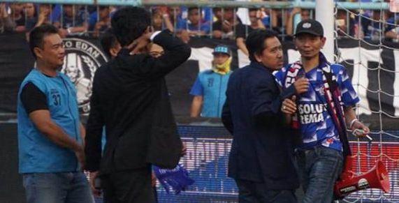 Dirigen Aremania Dilarang Masuk Stadion Seumur Hidup