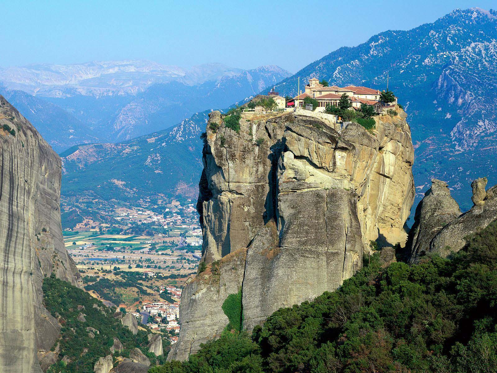 Свято-Троицкий монастырь у города Каламбака в Греции, монастырь Метеоры