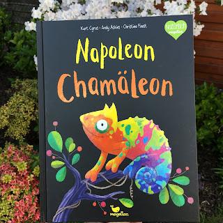 """""""Napoleon Chamäleon"""" von Kurt Cyrus und Andy Atkins, illustriert von Christine Faust, erschienen im Magellan Verlag, Bilderbuch ab 3 Jahren, Rezension auf Kinderbuchblog Familienbücherei"""