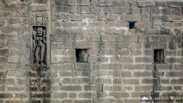 Baijnath Temple of Himachal Pradesh with the view of Dhauladhar Range. Rohit kalayana www.himalayanwomb.blogspot.com