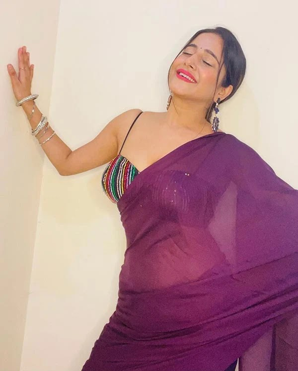 Kate Sharma in low waist saree with cleavage baring blouse looks too hot to handle