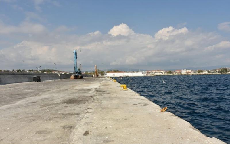 Ασφαλτόστρωση στο λιμάνι των Μουδανιών (ΦΩΤΟ)