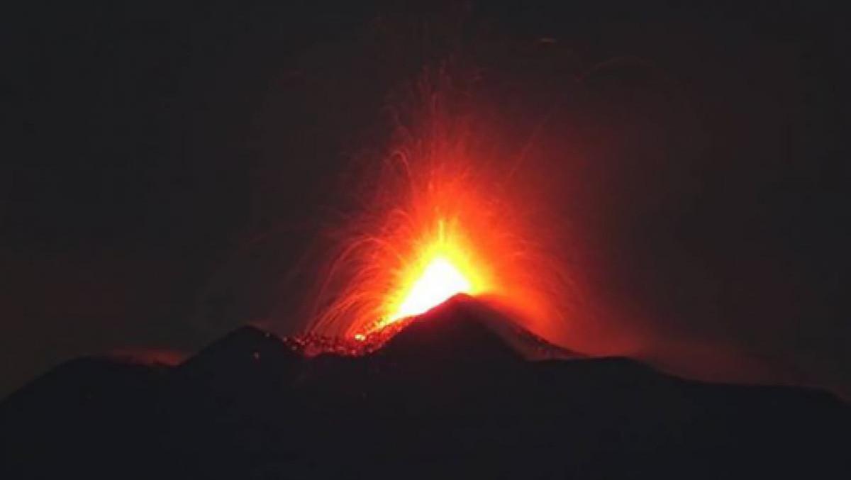 Nuova eruzione lavica dell'Etna