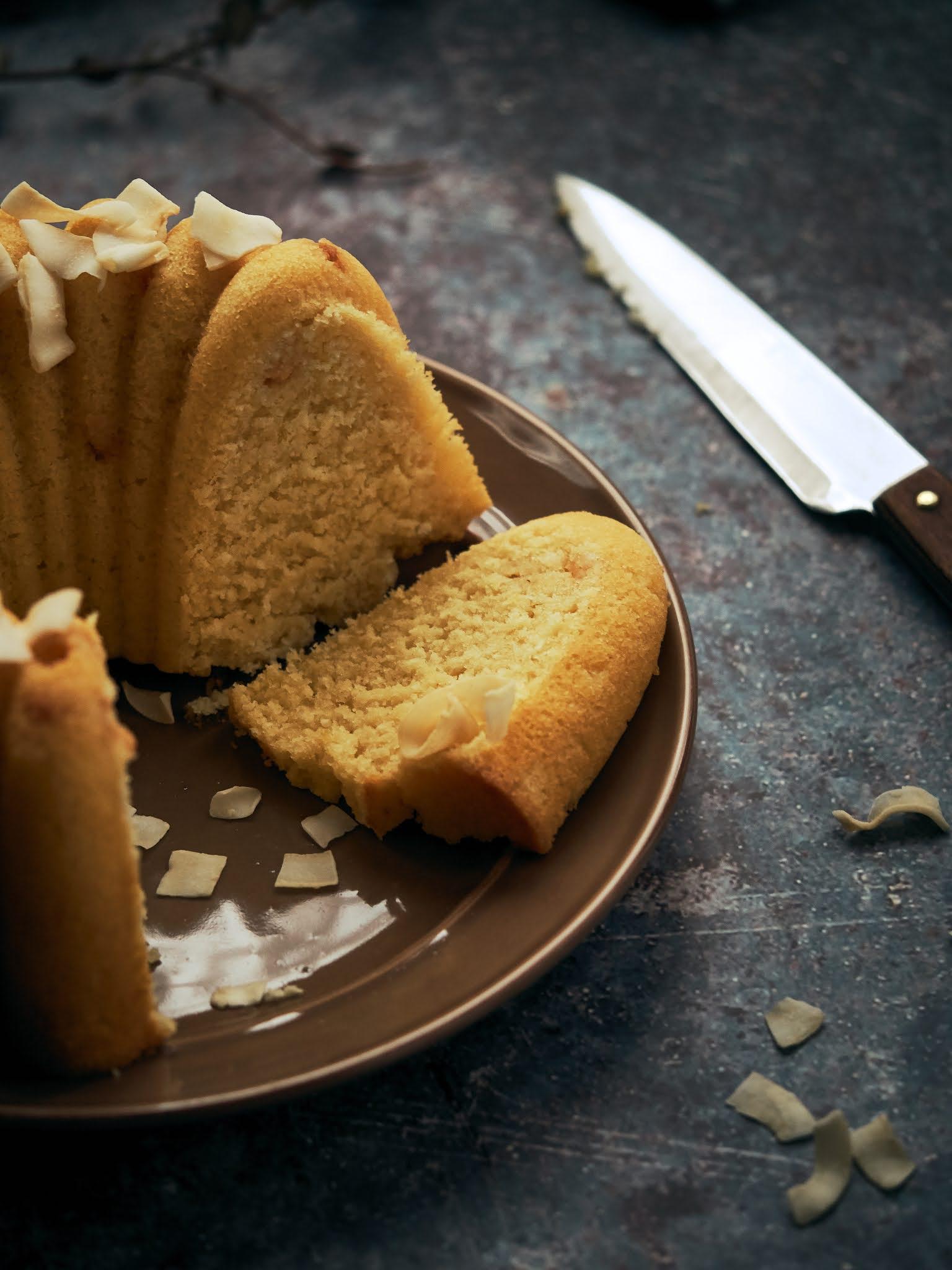 bundt cake de coco chocolate blanco y limón