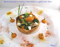 Cazuela de pasta brisa con verduritas al dente, salteadas con jengibre y salsa Calçots