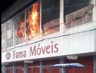 Vídeo: Incêndio de grandes proporções destrói loja em Cruz das Almas