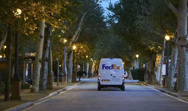 FedEx plans electric delivery fleet by 2040