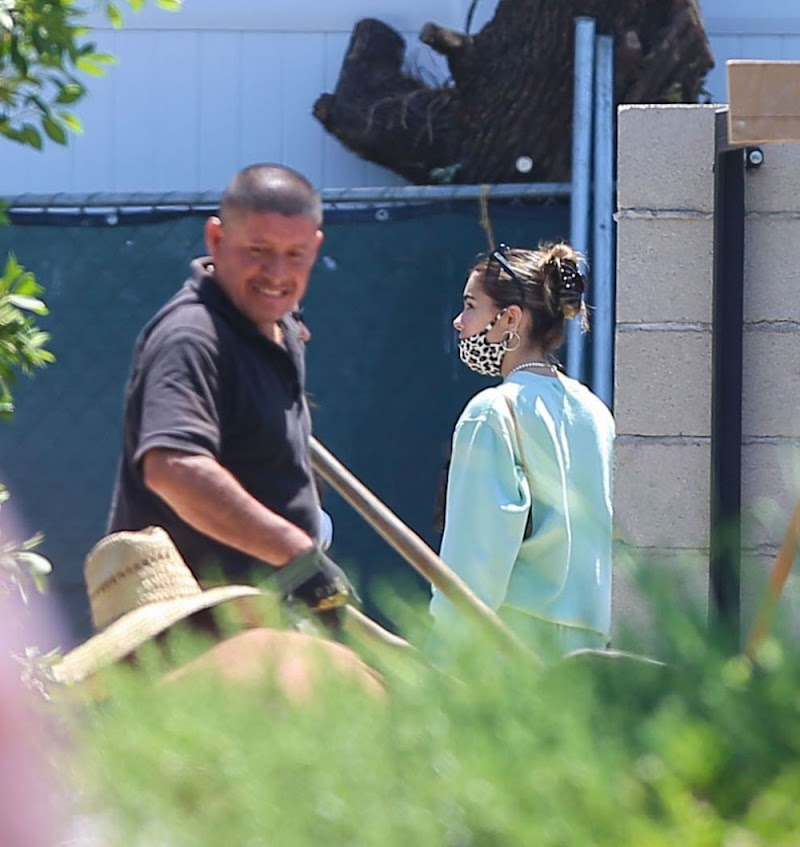 Madison Beer Inspecting Her New Home in Los Angeles 5 Aug -2020