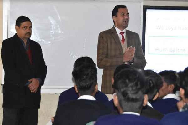 faridabad-dc-yashpal-yadav-motivate-student-for-examination-news