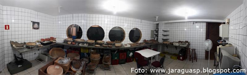 Sala para pesquisas e análises do acervo arqueológico da FCJ