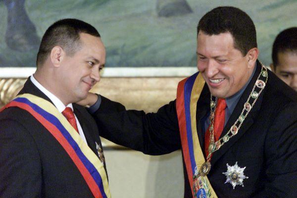 """Hugo Chávez ordenó """"inundar EEUU de cocaína de las FARC"""""""