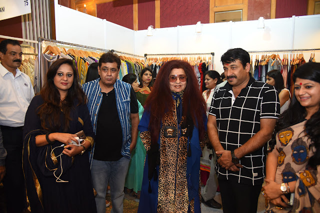 Ratika Seth, Tarun Sarda, Shahnaz Husain , Manoj Tiwai , Parull Mahajaan at the exhibition opening
