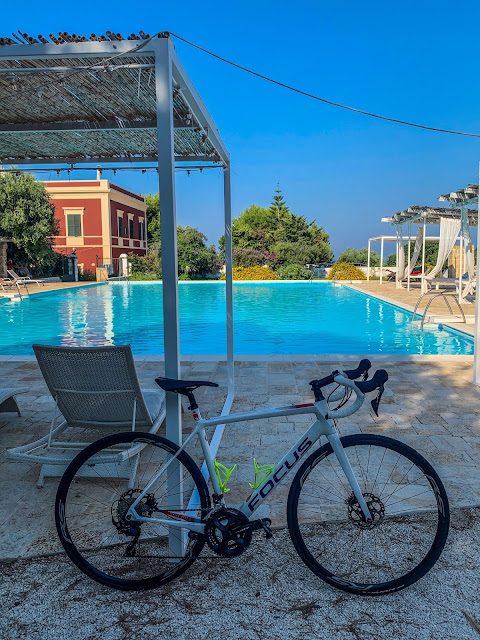 cycling Apulia carbon road bike rental in Monopoli