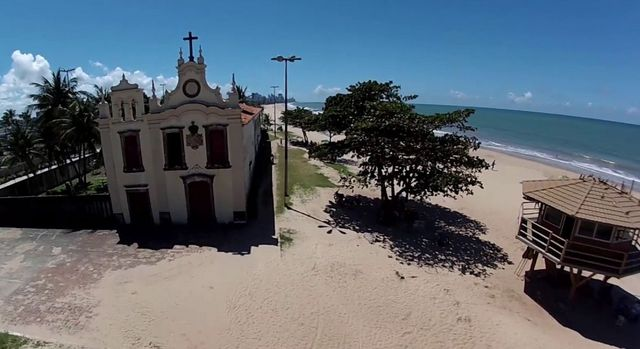 Banhista morre após ser atacado por tubarão na praia de Piedade