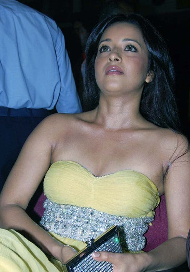 Reema sen latest cleavage show