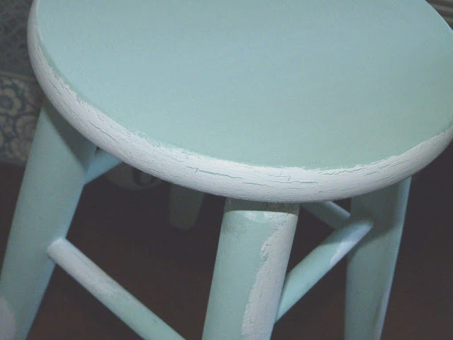 taburete-madera-natural-chalk-paint-craquelado