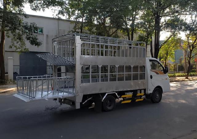 Hyundai H150 thùng chở lợn gắn bửng nâng hạ