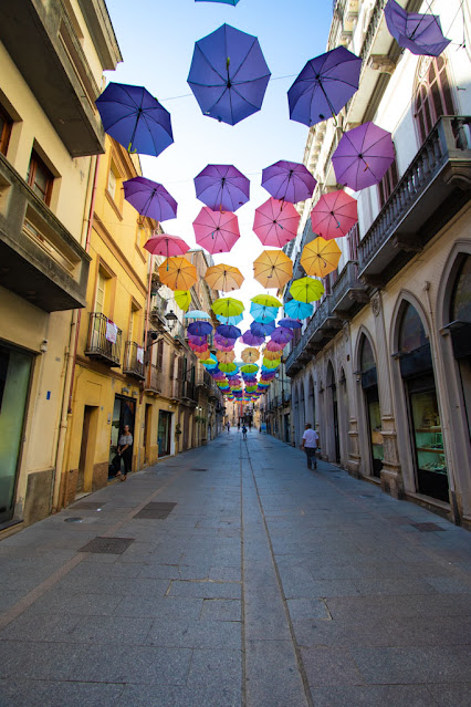 Iglesias-Ombrelli colorati in via Giacomo Matteotti