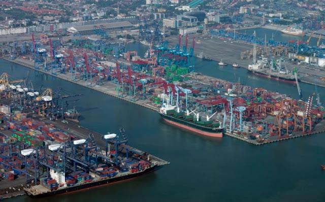 Neraca Perdagangan RI Surplus Terus, Ekonom Sebut Ada yang Tak Wajar