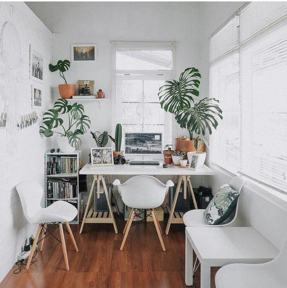Espacio de trabajo decorado en blanco