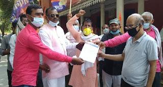 #JaunpurLive :अपना दल के कार्यकर्ताओं ने सौंपा ज्ञापन