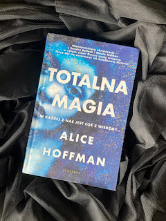 """Totalna magia"" Alice Hoffman, fot. paratexterka ©"