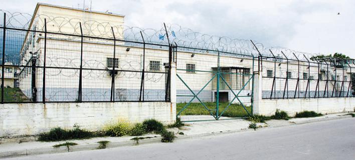 Έκρυψαν χασίς σε πλαστελίνη και το στερέωσαν σε τοίχο στις φυλακές του Βόλου