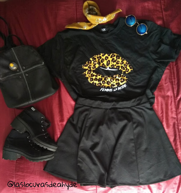Camiseta negra labios de leorpardo