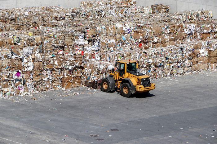 Centro de recolección y almacenaje de papel reciclado