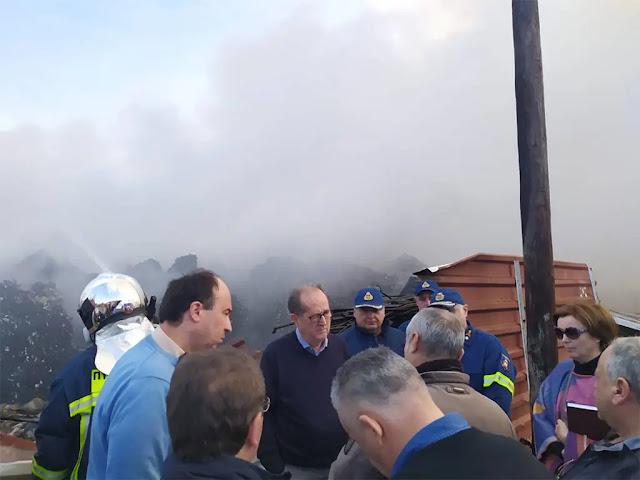Ο Π. Νίκας στην πυρκαγιά που εκδηλώθηκε σε μονάδα ανακύκλωσης στο Μπολάτι Κορινθίας
