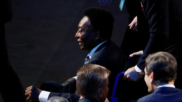 Edson Arantes do Nascimento ( Pelé ) atravessa um momento complicado e difícil