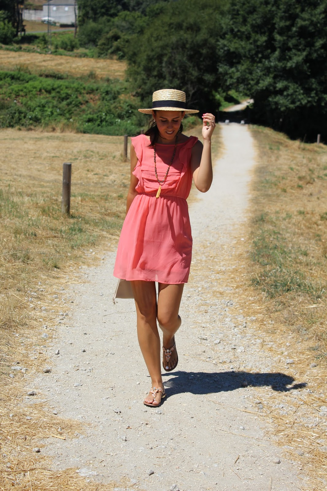 model-outfit-fashion-trendy-vestido-ropa-coral-modelo-chica-shopping-outfit