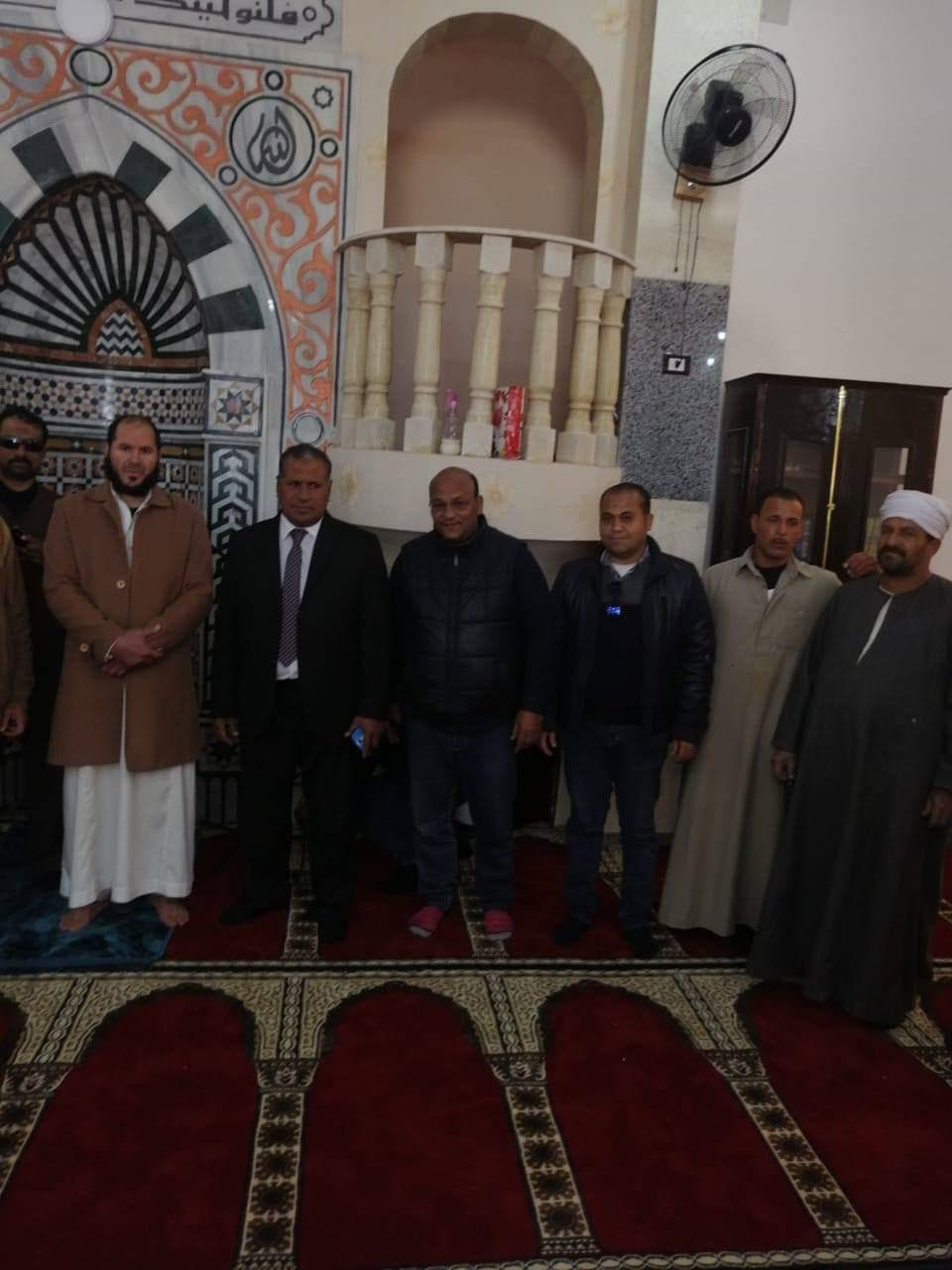 آمنة .. يشيد بجمعية الإورمان لقيامها بتشطيب وفرش مسجد بحوش عيسى