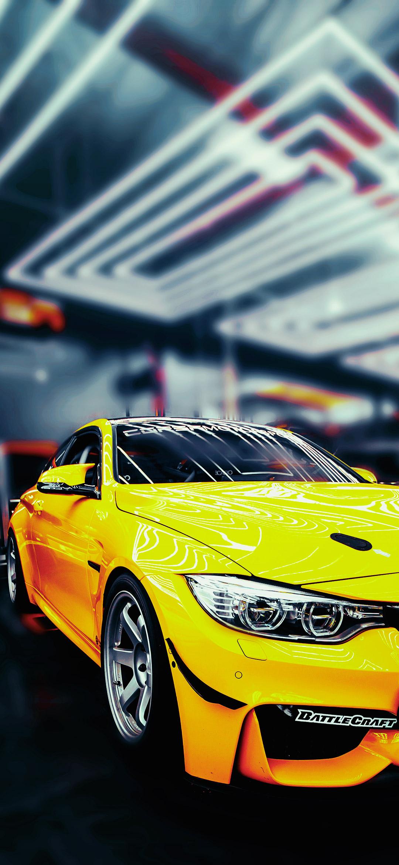 خلفية سيارة بي ام دبليو رياضية صفراء اللون
