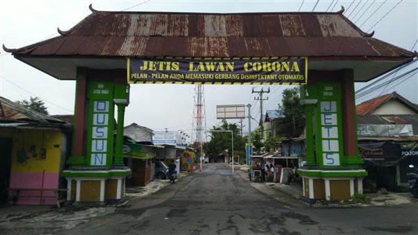 Gerbang Desa Caturharjo pintu masuk Padukuhan Jetis