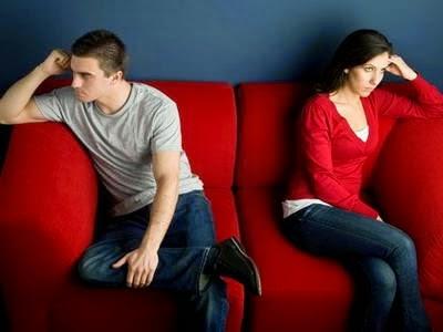 Hasil gambar untuk gambar pasangan yang sedang ngambek