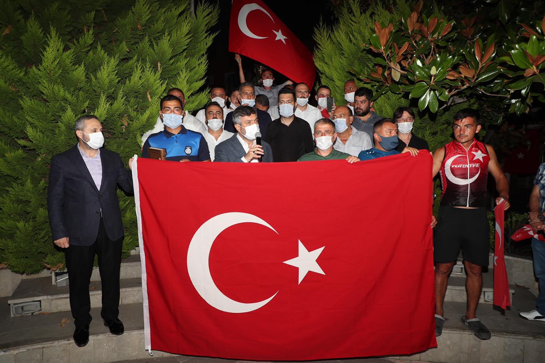 Şile'de Türk Bayrağına Yapılan Alçak Saldırı Sonrası Halk Sokaklarda